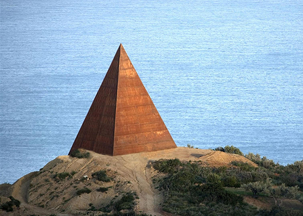 Mauro Staccioli, Pyramid at the 38th parallel, height m 30, weathering steel, Motta D'Affermo, Fiumara d'Arte (credit: Cristina Barbetta, 2016)