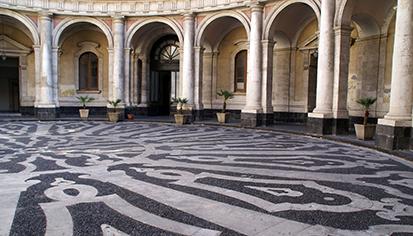 Catania, Collegio Cutelli: particolare della pavimentazione del cortile interno